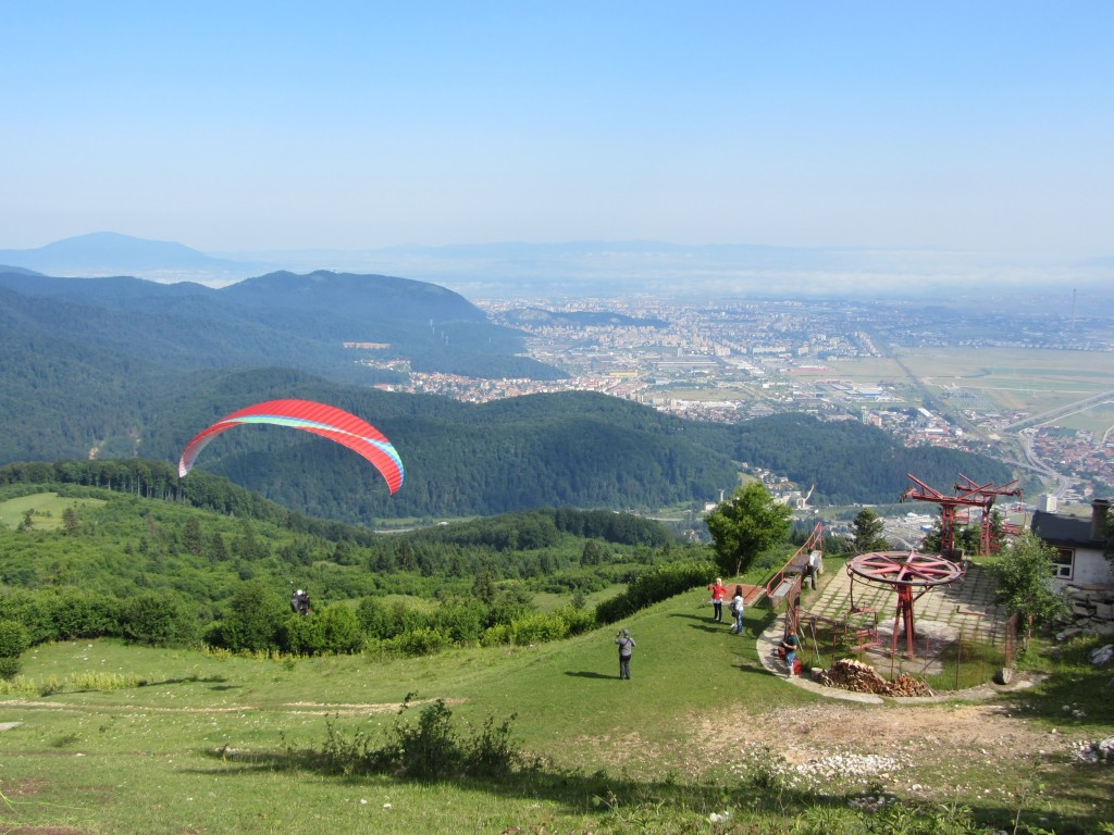 Crinu flies a tandem from Bunloc with the city of Brașov in the background