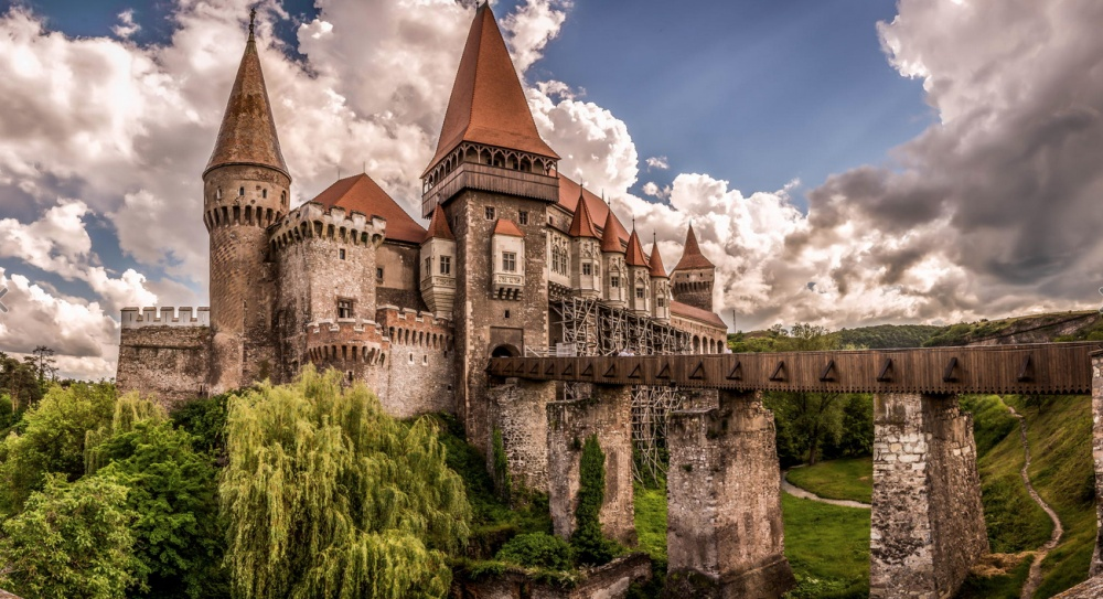 Corvin Castle. By Ovidiu Grijulescu